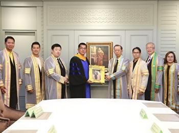 วันที่ 13 – 14 มิถุนายน 2562 หลักสูตรบริหารธุรกิจมหาบัณฑิต สาขาวิชาการจัดการฟุตบอลอาชีพ และคณะผู้บริหาร วิทยาลัยนวัตกรรมและการจัดการ มหาวิทยาลัยราชภัฏสวนสุนันทา ร่วมแสดงความยินดีกับบัณฑิตกิตติมศักดิ์ นายระวิ  โหลทอง